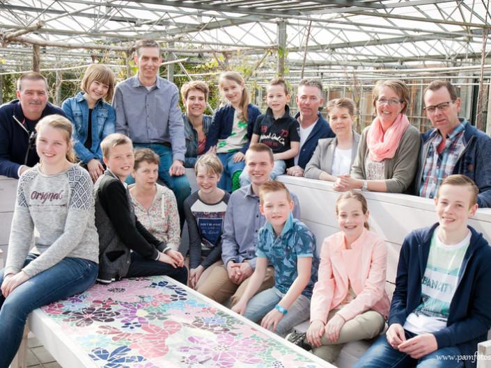 Familie op locatie Pluktuin