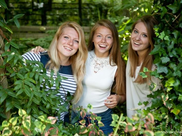 Zusjes en vriend Vlindertuin